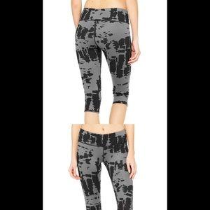 Alo yoga black tie die cropped pants